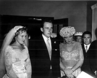 Novios en su boda civil
