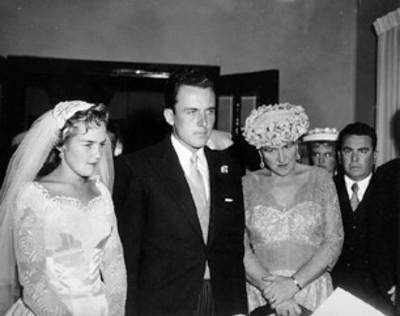 Novios durante boda civil