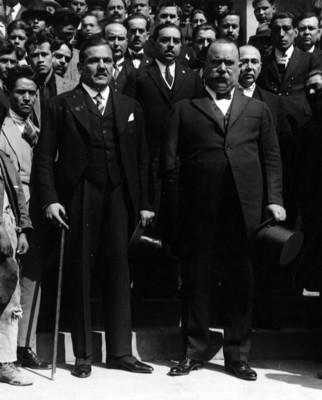 Alvaro Obregón y Plutarco Elías Calles después de un homenaje