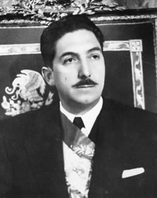 Miguel Alemán Valdés en la silla presidencial, retrato
