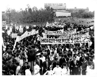 Estudiantes reunidos en las instalaciones de la ciudad universitaria