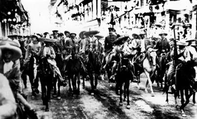 Francisco Villa y Emiliano Zapata a su paso por la Avenida San Francisco