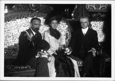 Francisco León de la Barra recibe a Francisco I. Maderro y su esposa en Palacio Nacional