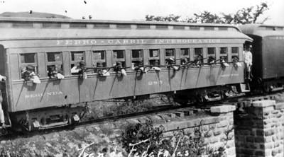 Federales responden a un ataque desde las ventanas del ferrocarril