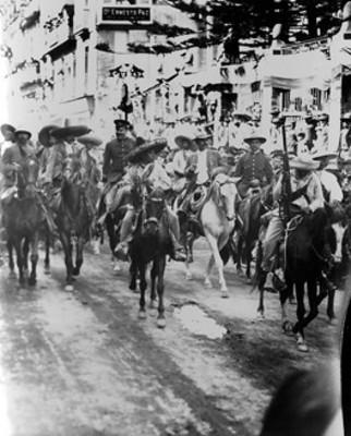 Francisco Villa y Emiliano Zapata a su paso por la avenida de San Francisco