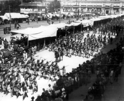 Desfile militar durante los festejos de la Independencia