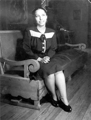 Mujer sentada en un sillón, retrato