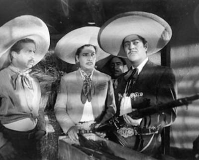 """""""Alfredo Varela, Pedro Galindo y Luis Aguilar"""" durante la filmación de una película"""