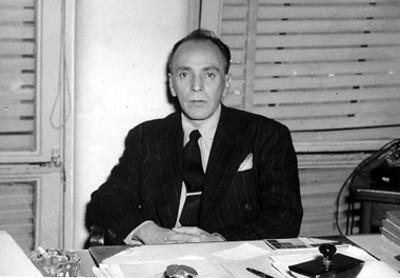 Alfonso Arrache en una oficina, retrato