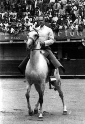"""""""Maximino Ávila Camacho"""" a caballo, retrato"""