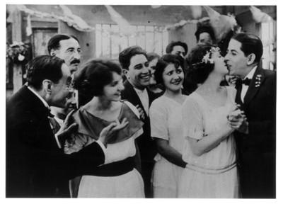 """""""Luis Santamarina"""" durante la boda, escena de una película"""