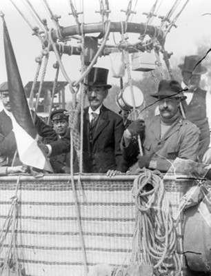 Alberto Braniff y Joaquín de la Cantolla y Rico en un globo aerostático