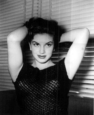 Ana Luisa Peluffo, Actriz junto a un ventanal