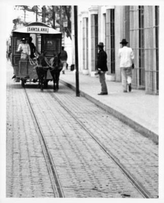 """Tranvía jalado por mulas con ruta """"Santa Ana"""""""