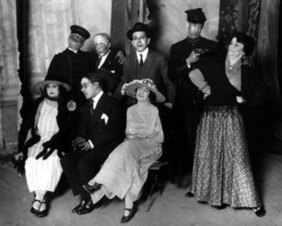 Actores con vestuario teatral, retrato de grupo