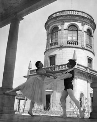 Francisco Araiza y Enriqueta Padilla interpretan las sílfides en el Castillo de Chapultepec