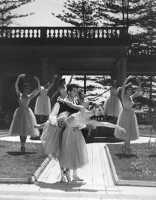 Fernando Araiza, Alicia y Pineda y bailarinas interpretan coreografía de las Silfedes