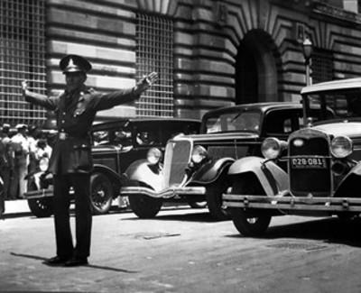 Agente de transito en una calle