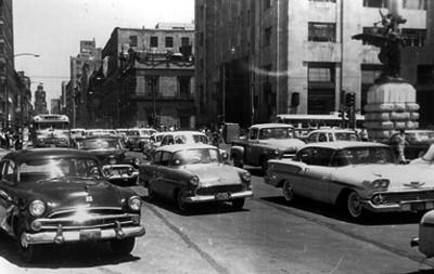Tráfico en la calle 5 de Mayo