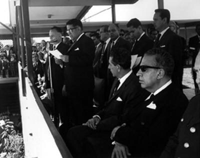 Adolfo López Mateos, Jaime Torres Bodet y otros funcionarios presiden ceremonia escolar