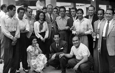 J. Algara, Soldado y otros toreros durante evento social, retrato de grupo