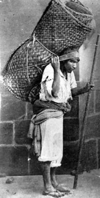 Vendedor de petates en una calle