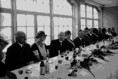 Jean Perrier con miembros de la colonia Francesa en un banquete