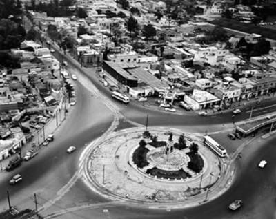 Monumento en una glorieta de la ciudad de México, vista aérea