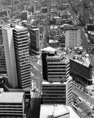 Edificios en una avenida de la ciudad de México, vista aérea