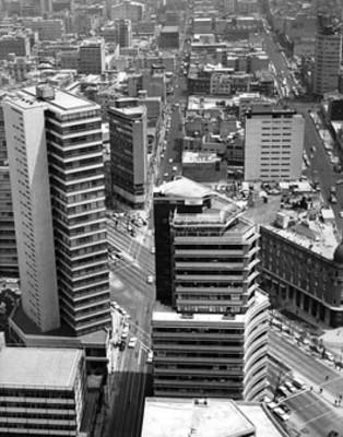 Conjunto de edificios en Avenida Reforma, vista parcial