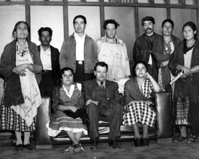 Manuel Corchado con otras personas, retrato de grupo