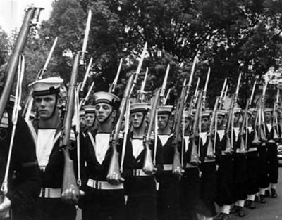 Marinos Ingleses participan en un desfile