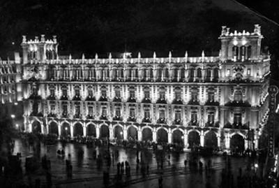 Palacio Municipal, iluminado vista nocturna