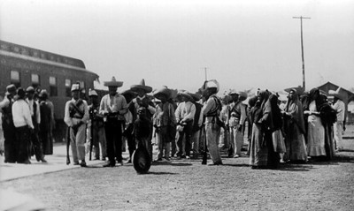Prisioneros zapatistas son conducidos por los federales a la capital de la República
