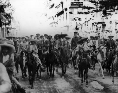 Francisco Villa y Emiliano Zapata en su entrada triunfal a la Ciudad de México
