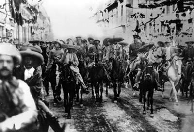 Francisco Villa y Emiliano Zapata acompañados de sus ejércitos al entrar a la ciudad de México