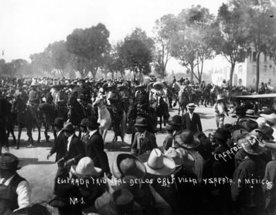 Entrada triunfal de los generales [Francisco] Villa y [Emiliano] Zapata