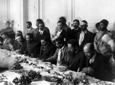 Eulalio Gutierrez, Zapata Villa y otros jefes revolucionarios durante un banquete en Palacio Nacional
