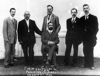 "Francisco I. ""Madero"" con miembros de su gabinete, retrato de grupo"