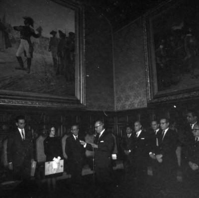 Luis Ortiz Monasterio lee discurso ante los ganadores Nacionales de Ciencias, Letras y Artes