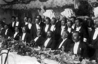 Francisco I. Madero en un banquete en el Bucareli Hall