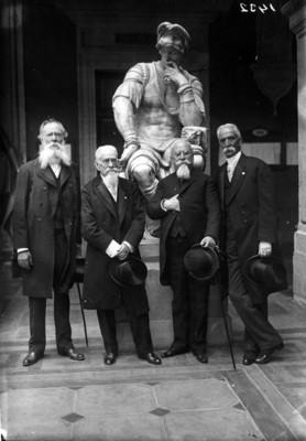 José María Velasco junto a otros hombres