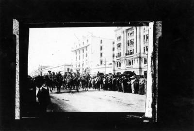 Felipe Ángeles acompañado de sus tropas entra a la ciudad de México