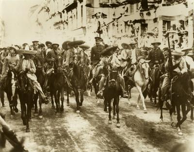 Francisco Villa, Emiliano Zapata y otros jefes revolucionarios entran a la ciudad