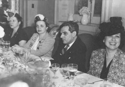 Diplomáticos durante una comida