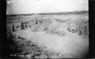 Excavación de vigas utilizadas como columnas en Teotihuacán