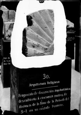 Fragmento de ornamento arquitectónico