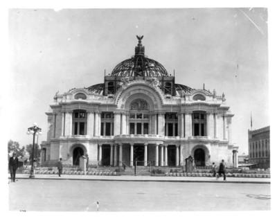 Palacio de Bellas Artes durante durante los trabajos de construcción