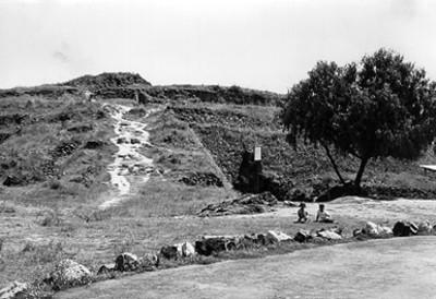 """Exploraciones en el basamento de Cuicuilco, """"XIV-83"""""""