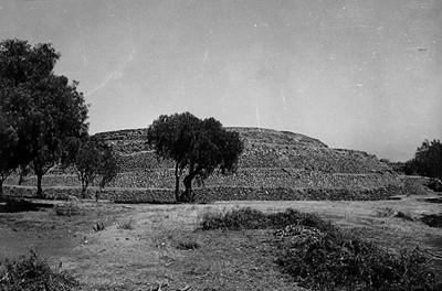 """Pirámide de Cuicuilco """"XLV-61"""""""